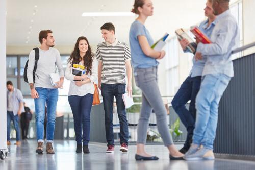 Schüler und Studenten unterstützen wir durch intensive Vorbereitung auf die Englisch-Matura oder eine wichtige Englischprüfung auf der Uni.